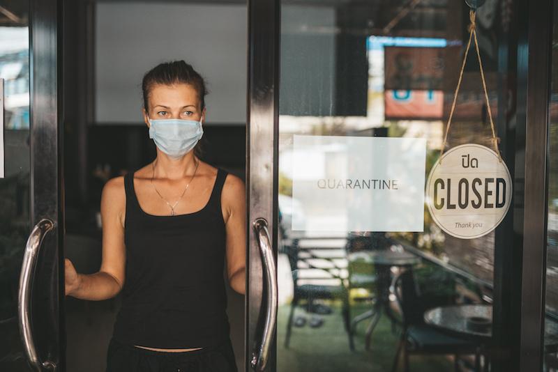 ristorante chiuso vuoto mascherina coronavirus attività negozi