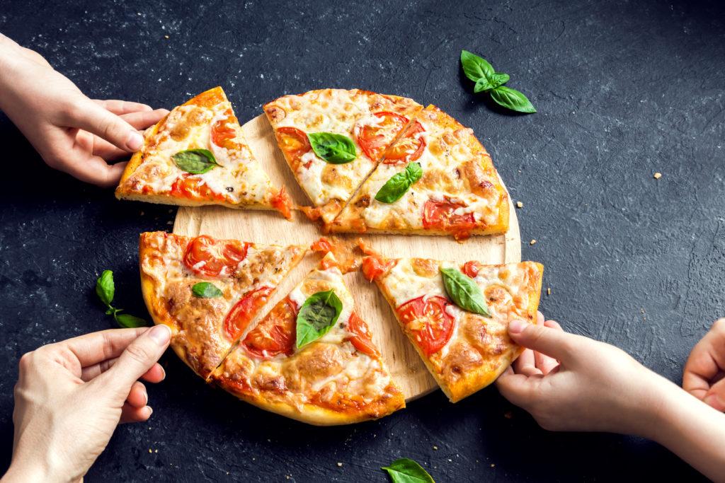 condividere cibo pizza fette
