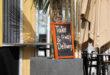 take & away delivery schild bei einem restaurant