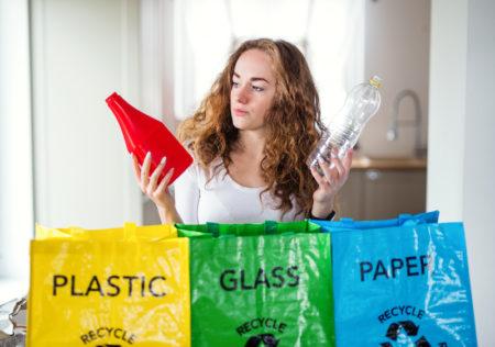 bioplastiche, dove lo butto, indecisione tra plastica, betro e carta