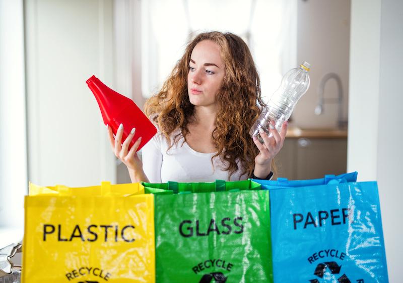 bioplastica, dove lo butto, indecisione tra plastica, vetro e carta