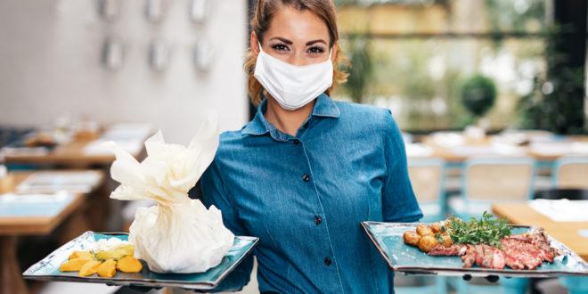 ristorante cameriera coronavirus mascherina