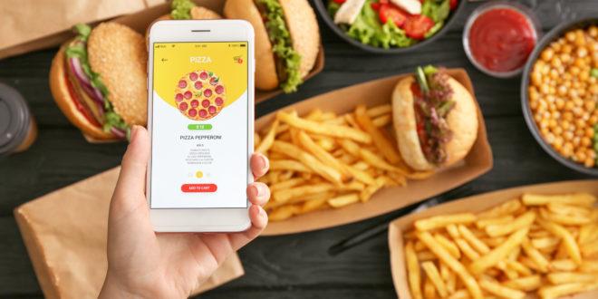 Ordinare il pranzo a domicilio, le criticità del food delivery in un'inchiesta di Altroconsumo in 4 città