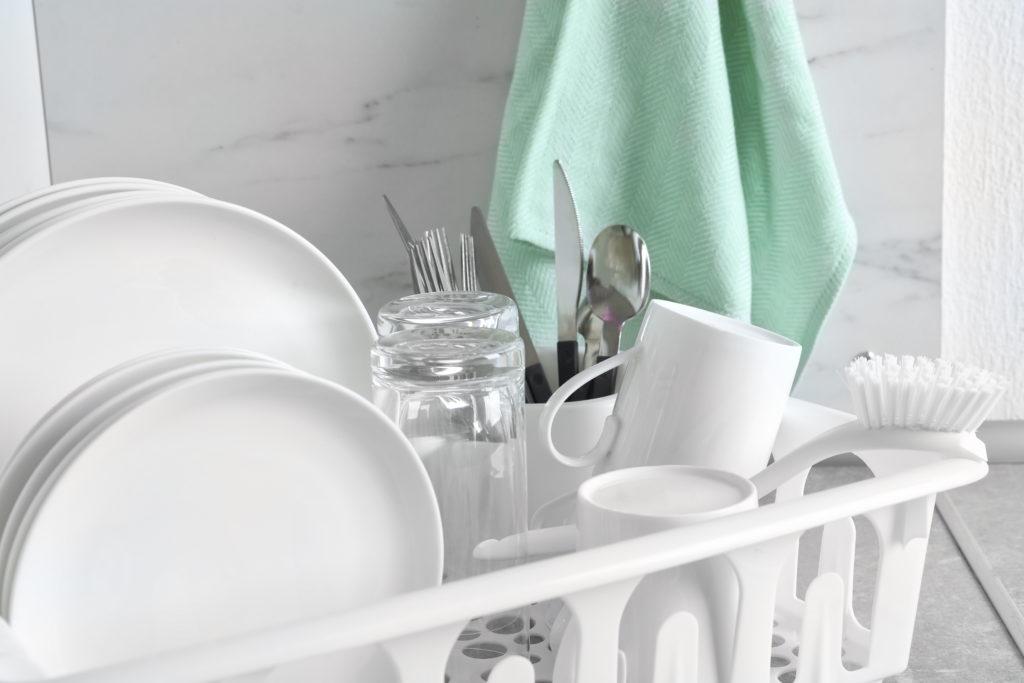lavare i piatti stoviglie spazzola
