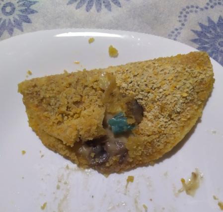 panciottelli ai funghi cucino io todis su piatto con corpo estraneo