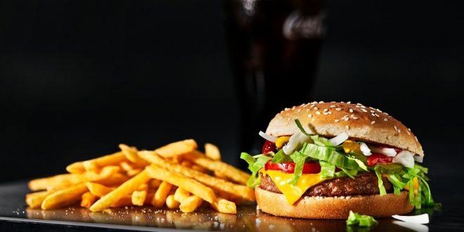 McDonald's, parte da Svezia e Danimarca il lancio di McPlant, il nuovo panino con burger vegetale