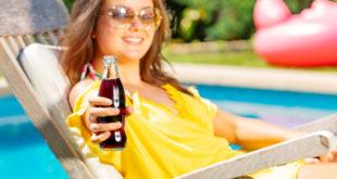 ragazza adolescente bevanda zuccherata sugar tax